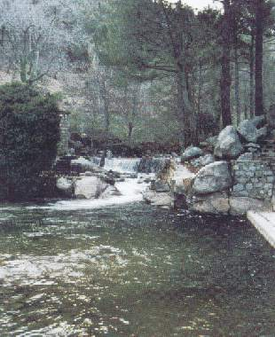Piedralaves pueblos del valle ti tar piedralaves for Piedralaves piscina natural